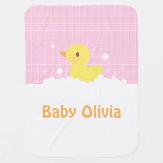 Niedliches Gummiducky in der Dusche für Babys Kinderwagendecke