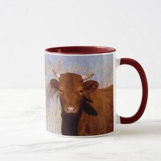 Niedliches junges rotes Kuh-Vieh mit Horn-Western Tasse