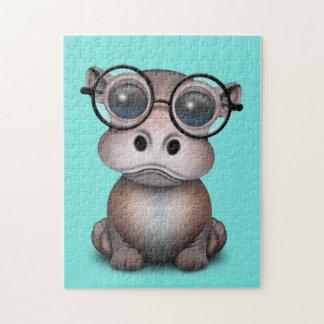 Niedliches Nerdy Baby-Flusspferd-tragende Gläser Puzzle
