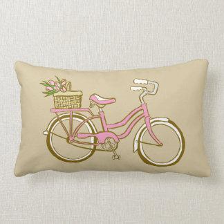Niedliches rosa Fahrrad mit Tulpen Zierkissen