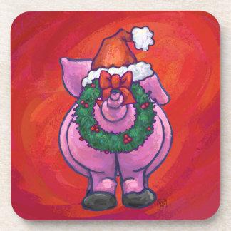 Niedliches Schwein in der Weihnachtsmannmütze auf Getränkeuntersetzer