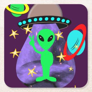 Niedliches Spaß-Cartoon-alien im Weltraum Rechteckiger Pappuntersetzer