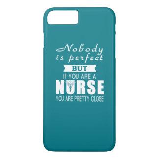 Niemand ist perfekt aber Krankenschwester iPhone 8 Plus/7 Plus Hülle