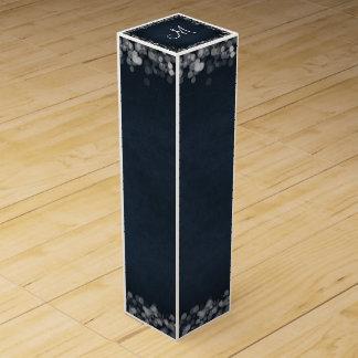 Noble schwarze Tafel Bokeh Lichter u. Initiale Weinbox
