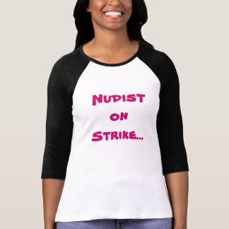 Nudist auf Streik… T-Shirt