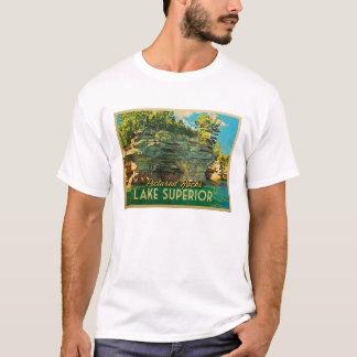 Oberer See dargestellte Felsen T-Shirt