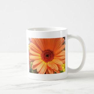 Orange Blumenstrauß-Blume Kaffeetasse