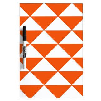 Orange und weiße Dreiecke Trockenlöschtafel