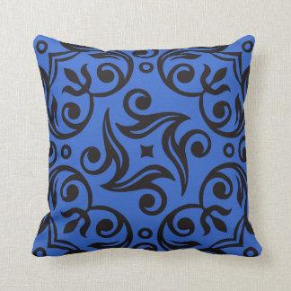 Ornamentales Blaues und Schwarzes Kissen