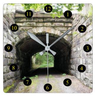 PA-Tunnel Quadratische Wanduhr