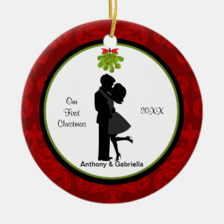 Paar-erstes Weihnachten küssend, verzieren Sie Keramik Ornament