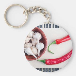 Paprika-Paprikaschoten und -knoblauch in einer Schlüsselanhänger