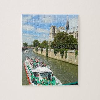 Paris-Fluss-Ausflug-Boot und Notre Dame Puzzle