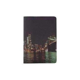 Pass-Halter mit städtischer Nachtphotographie Passhülle
