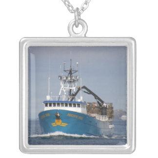Pazifischer Sun, Krabben-Boot im niederländischen Halskette Mit Quadratischem Anhänger