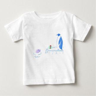 Penguin-und Siegel-Austausch-Geschenke Baby T-shirt