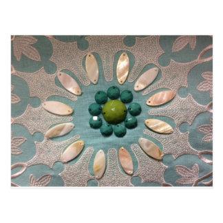 Perle entwarf Blumen-olivgrüne Grüntöne und blaue Postkarte