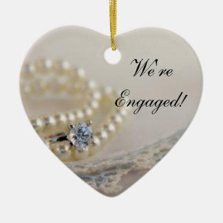Perlen, Ring und blaue Spitze-Verlobung Keramik Ornament