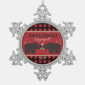 Personalisierte karierte Verlobungs-Verzierung Schneeflocken Zinn-Ornament