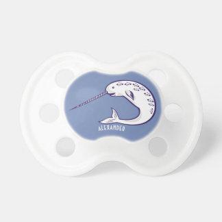 Personalisierter blauer Narwhal Baby-Schnuller Schnuller