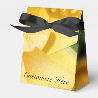 Personalisierter gelber geschenkschachtel