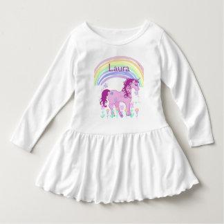 Personalisiertes rosa Unicorn-und Regenbogen-Shirt Kleid