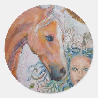 Pferd mit Frauen-Aufkleber Runder Aufkleber