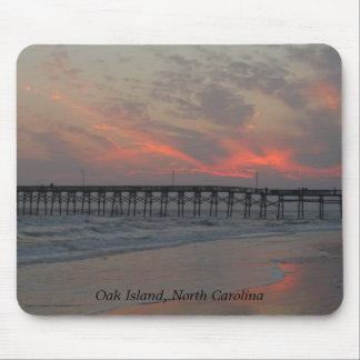 Pier und Sonnenuntergang - Eichen-Insel, NC Mauspads