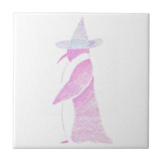 Pinguin im Hut einer Hexe Kleine Quadratische Fliese