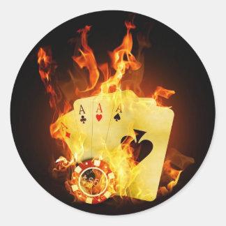 Poker-Chip-Karten auf Feuer Runder Aufkleber