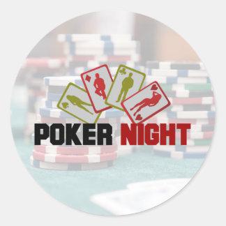 Poker-Nacht mit Spielkarten und Poker-Chips Runder Aufkleber
