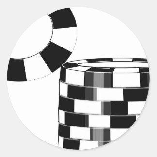 Pokerchips in Schwarzweiss Runder Aufkleber