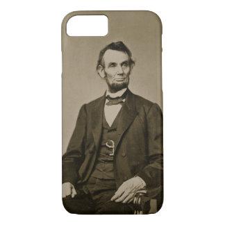 Porträt von Abraham Lincoln (1809-65) (b/w Foto) iPhone 8/7 Hülle