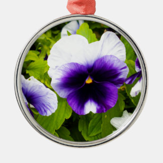 Purple_And_White_Pansies, _ Silbernes Ornament