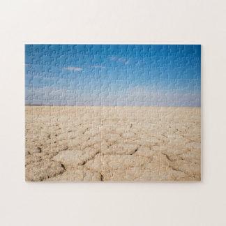 Puzzlespiel der gebrochenen Erde im Salz Pan Puzzle