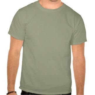 Rabe gehockt auf Raben T Shirt