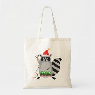 Raccoon in der Weihnachtsmannmütze verwirrt oben Tragetasche