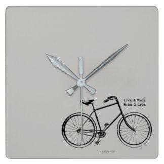 Radfahrer-Baby Quadratische Wanduhr