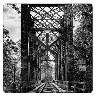 Rairoad Brücken-Wanduhr Quadratische Wanduhr