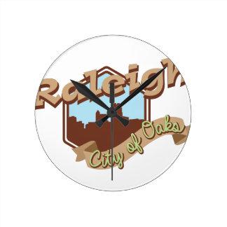 Raleigh-Stadt der Eichen Runde Wanduhr