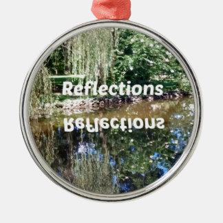 Reflexionen auf Wasser Rundes Silberfarbenes Ornament