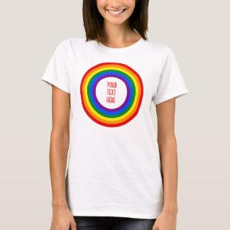 REGENBOGEN-FLAGGEN-KNOPF + Ihr Zeichen oder Text T-Shirt