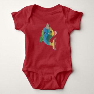 Regenbogen Narwhal Baby Strampler