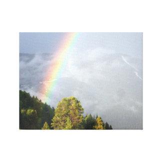 Regenbogen über Colorado-Bergspitze Leinwanddruck