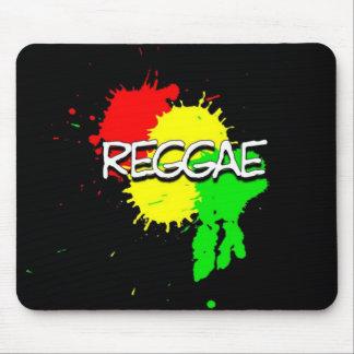 Reggaeflaggenstellen auf einem schwarzen mousepads