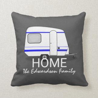 Reiseferienwohnwagen Zuhause-Familienmonogramm Kissen