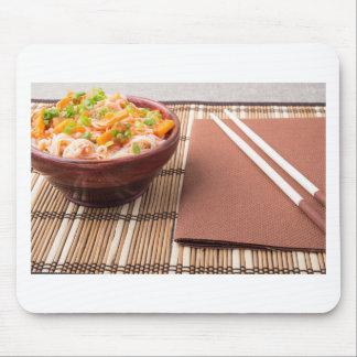 Reissuppennudeln HU-teu in einer kleinen braunen Mauspads