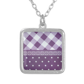 Reizender lila checkered Damast-nahtloses Muster Versilberte Kette