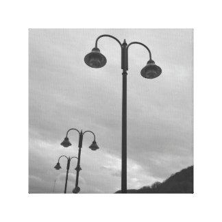 Retro Laternenpfähle schwarz u. weißes 4Mauree Leinwanddruck