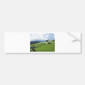 Ridge auf alpiner Weide mit Grassprengern Autoaufkleber